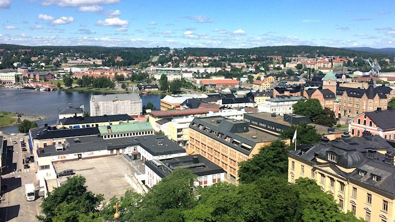 Delar av Härnösands tak och byggnader som syns från domkyrkans torn. Foto: Ulla Öhman/Sveriges Radio