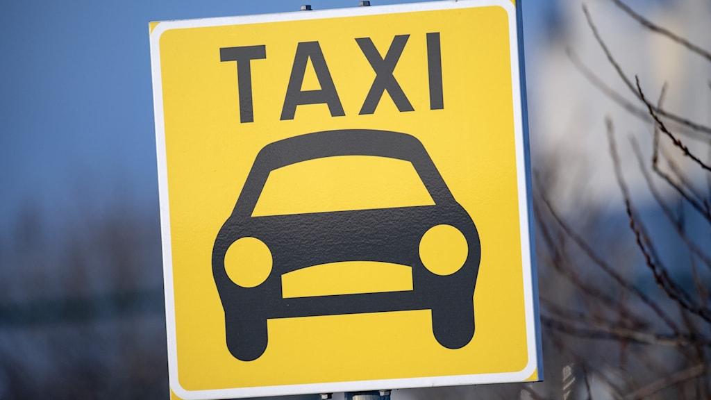 En bild av en väggskylt för taxi upphämtning. Foto:Johan Nilsson/TT