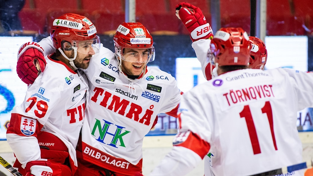 Timrå's Ludvig Rensfeldt jublar under ishockeymatchen i SHL mellan Brynäs och Timrå den 4 oktober 2018 i Gävle. Foto: Tobias Sterner/Bildbyrån