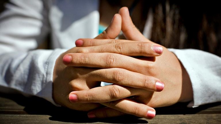 Knäppta händer. Foto: Casper Hedberg/TT