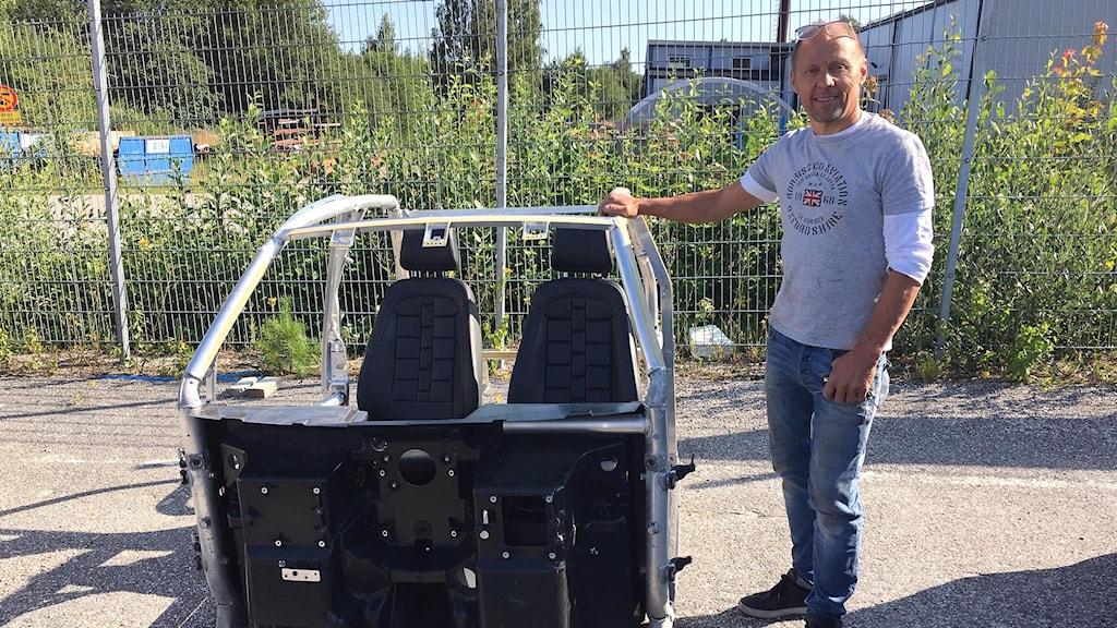 Peter Bergseije, delägare i Båthuset i Njurunda, som både säljer och reparerar mopedbilar.