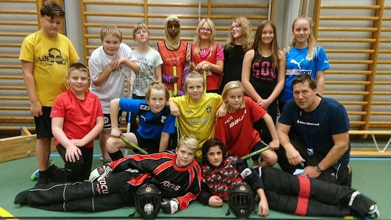 Elever och lärare i Domsjö skola klass 5B. Foto: Annica Åkesson