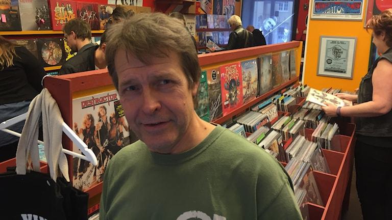 Henrik Salmberg på Vinylstallet i Sundsvall