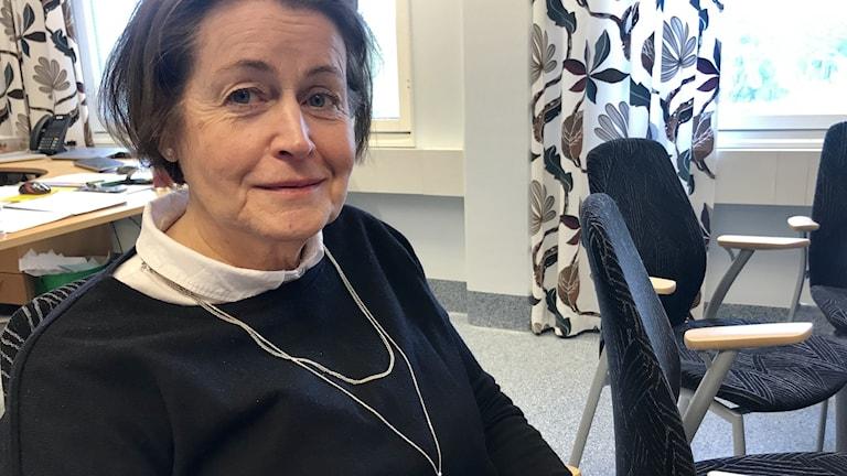 Christine Bylander biträdande sjukhusdirektör. Kvinna sitter i kontor