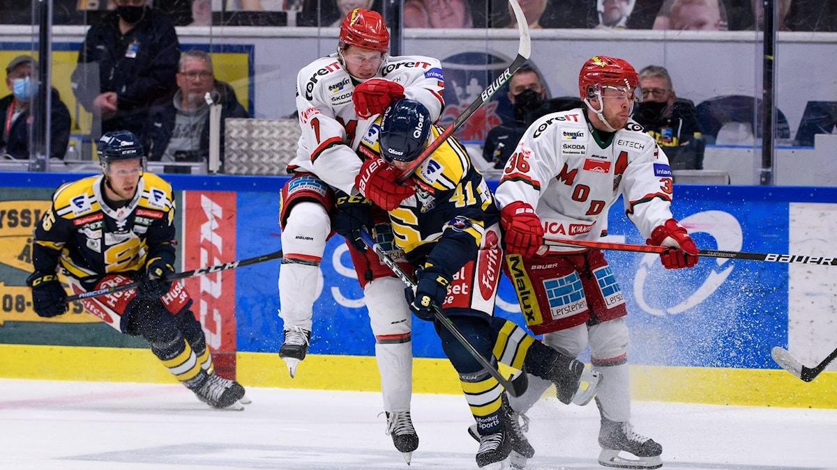Närkamp i ishockey.