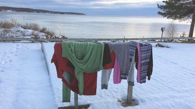 Torkning av kläder i EU migranternas läger på Sundsvalls camping