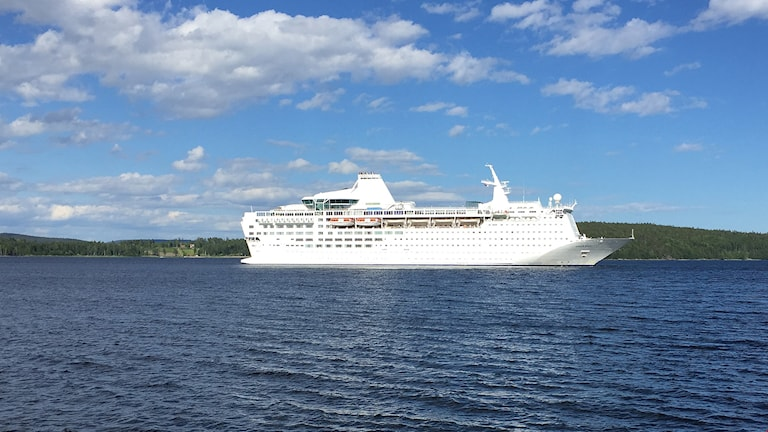 Kryssningsfartyget Ocean Gala på väg in mot Utansjö hamn. Foto: Viktor Åsberg/Sveriges Radio