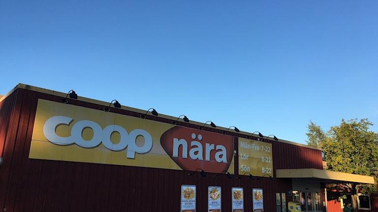 Fasaden och skyltarna till Coop Nära i Bergsåker.