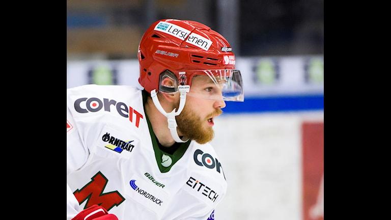 Modos Sam Marklund under ishockeymatchen i Hockeyallsvenskan mellan Karlskoga och MODO den 27 september 2017 i Karlskoga. Foto: Fredrik Karlsson / Bildbyrån