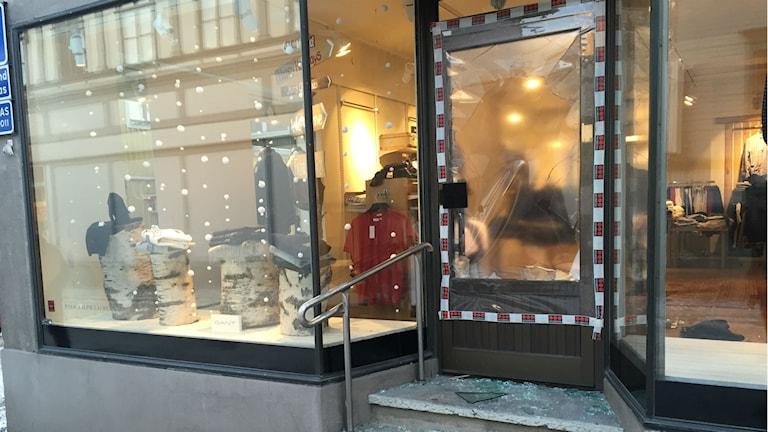 Butik utsattes för stöldkupp i natt.