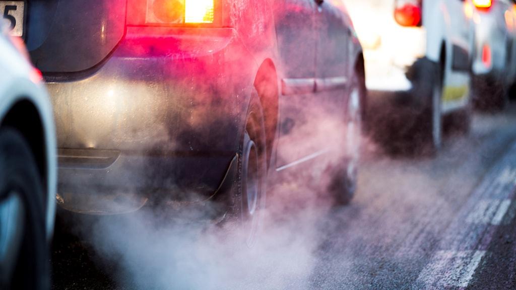 Avgaser i en bilkö. Foto: Berit Roald /NTB/TT