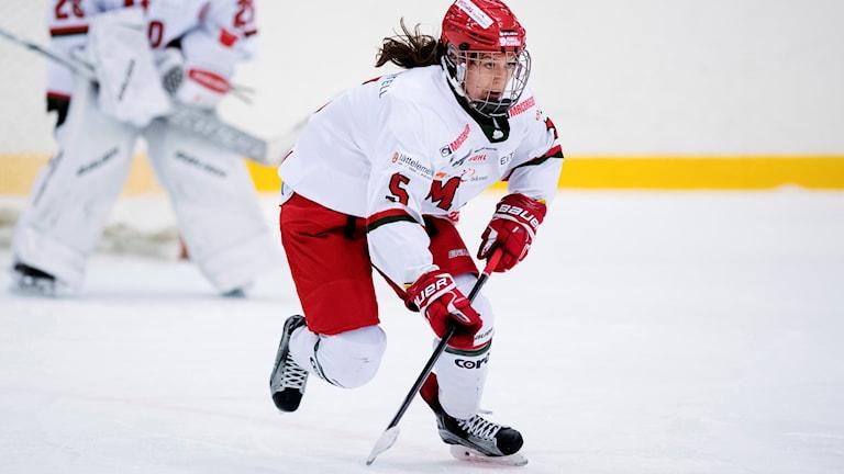 Sidney Morin i full fart på isen under en ishockeymatch i SDHL. Foto:  Mathias Bergeld/Bildbyrån