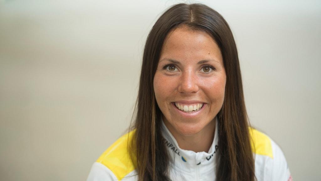 Charlotte Kalla fotograferad under pressträf med skidlandslaget. Foto: Fredrik Sandberg/TT