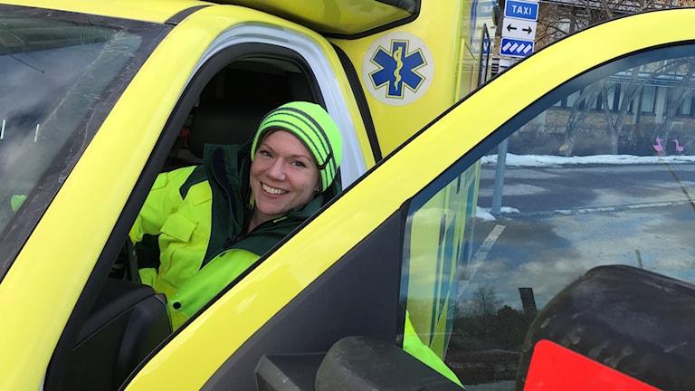 Lena Svanberg i en ambulans