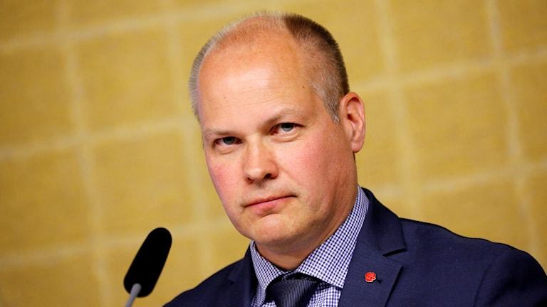 Morgan Johansson, socialdemokratisk justitie- och migrationsminister i talarstolen i riksdagen.