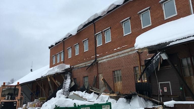 Ett takras inträffade på ett byggföretag i Örnsköldsvik imorse.