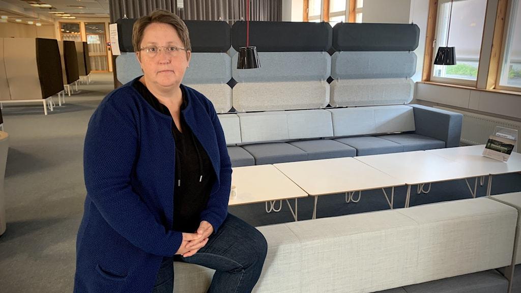Annica Jonsson som är moderat och andra vice ordförande i omsorgsnämnden i Örnsköldsvik på stadshuset kronan.