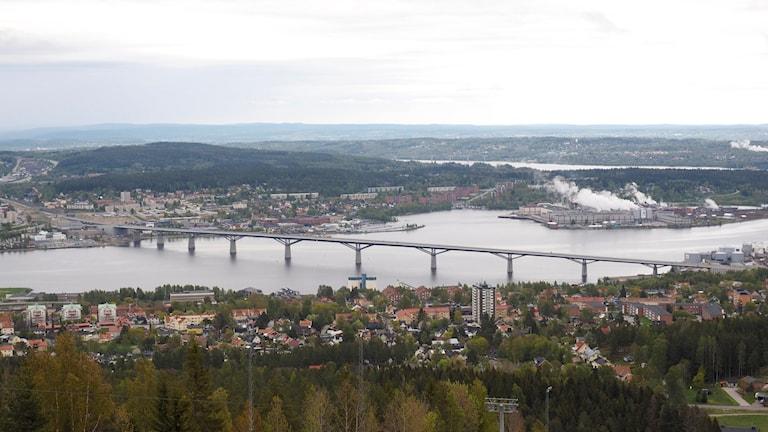 Utsikt från Södra Berget över Sundsvallsbron och Ortviken.