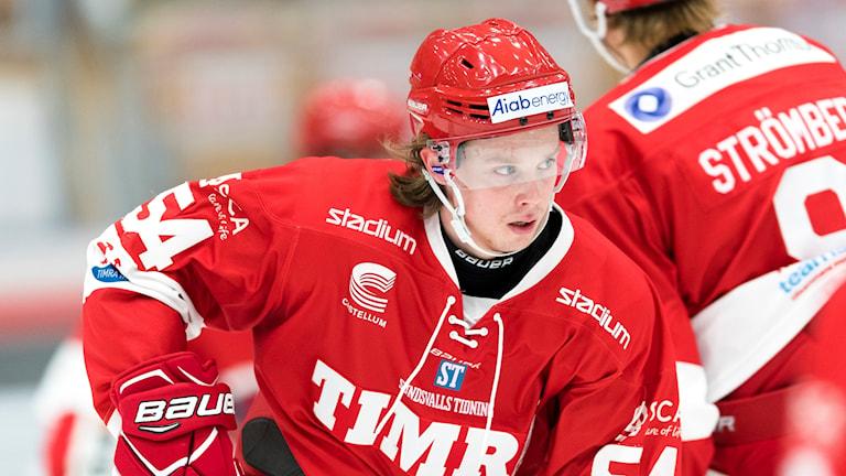 Jonathan Dahlén i Timrå värmer upp innan match i Hockeyallsvenskan.