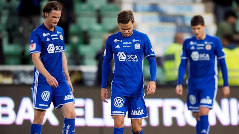 Linus Hallenius, Kristinn Steindorsson och David Batanero deppar efter en fotbollsmatch i Allsvenskan. Foto: Nils Jakobsson/Bildbyrån