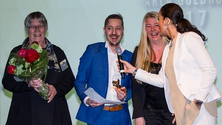Glada miner när Lidens skola vann årets matglädjepris. Fr v Eva Tjernberg, Glenn Widén, Ulrica Lindvall, Agneta Sjödin (konferencier)