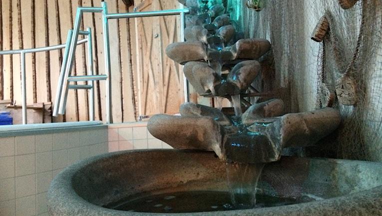 I vattenrummet finns också ett vattenfall som porlar. Foto: Alexander Arvidsson/Sveriges Radio