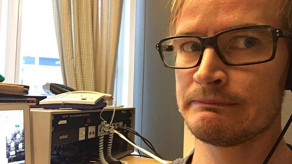 Jens Nilsson i radiostudion i Örnsköldsvik.
