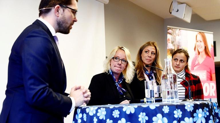 Sara Seppälä SD Kramfors tillsammans med Jimmie Åkesson under hösten 2017