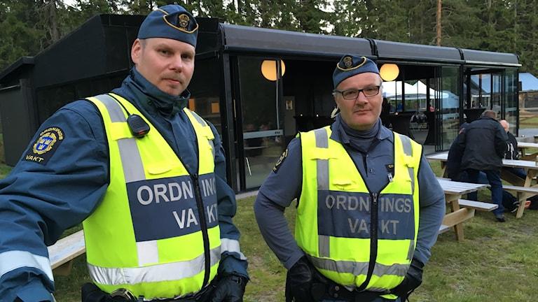 Toni och Lars är ordningsvakter under Skulefestivalen