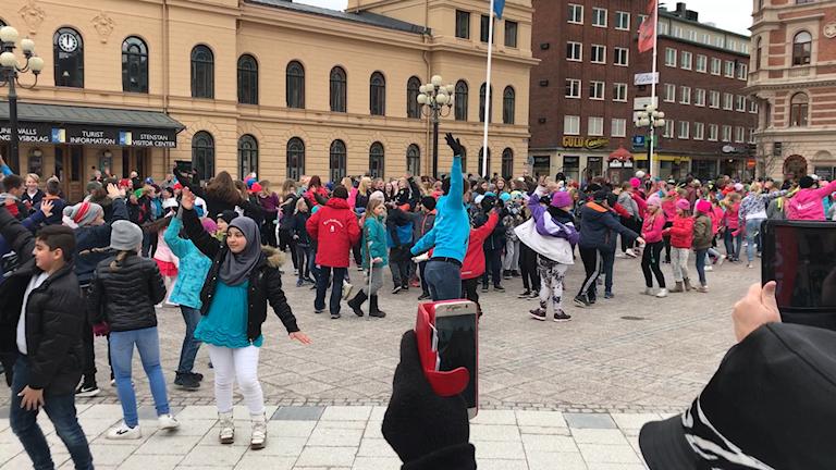 Dans på Stora torget i Sundsvall. Fotograf Fredrik Birging