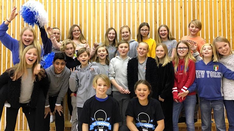 Bergsåkers skola 5A jublar efter att ha vunnit andra kvartsfinalen i Vi i femman 2018. Foto: Anton Kårén/Sveriges Radio