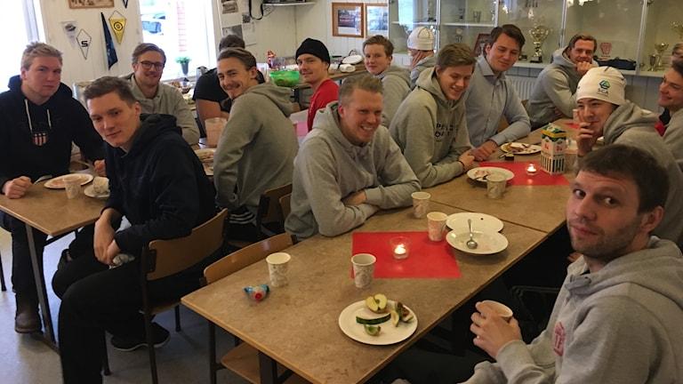 Söråkers bandylag, division 1, övre Norra, laddar upp med gemensam frukost inför annandagsderbyt mot Selånger.
