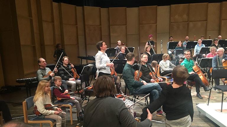 Nordiska kammarorkestern spelade tillsammans med barn. Foto: Billy Abraha