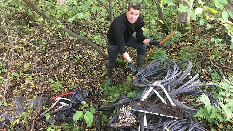 Olaglig soptipp Fritidsfiskaren Krister Gröning upptäckte stora mängder strippad kabel finns i ett hundra meter långt dike alldeles invid Indalsälven