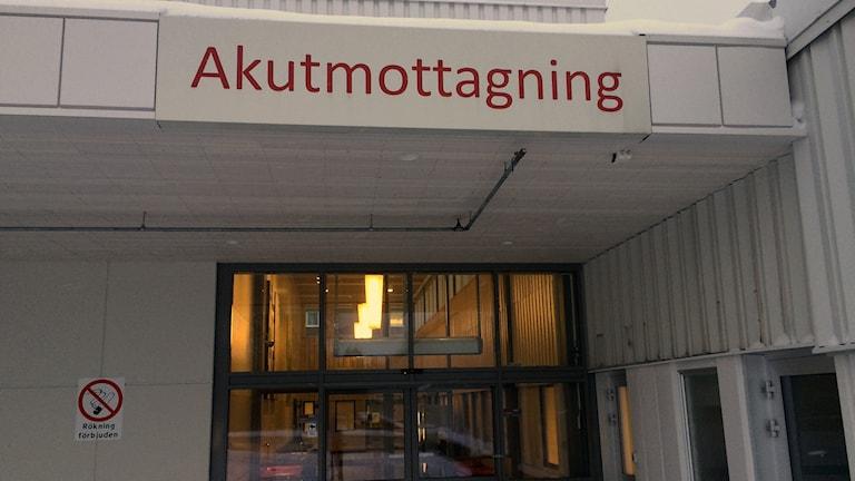 Ingången till akutmottagningen vid Sundsvalls sjukhus. Foto: Christer Jonasson/Sveriges Radio