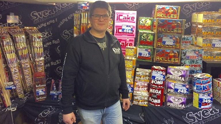 Roger Henriksson i sin butik