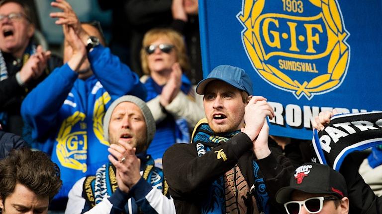 Sundsvalls publik jublar efter fotbollsmatchen i Allsvenskan mellan GIF Sundsvall och Elfsborg den 29 april 2018 i Sundsvall. Foto: Nils Jakobsson/Bildbyrån