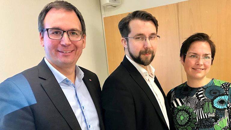 Ny majoritet i Sundsvall. Från vänster: Peder Björk (S), Hans Forsberg (C) och Christiane Rüdiger (V). Foto: Lotte Nord/Sveriges Radio