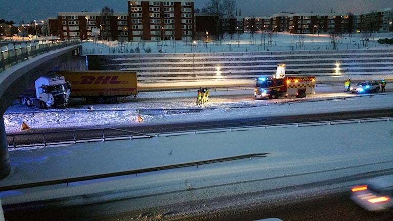 Trafikolycka på E4 vid Sundsvallsbron, norra brofästet.