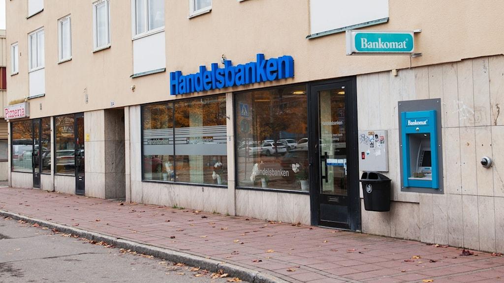 Handelsbankens kontor på Medborgargatan  i Skönsberg. Bilden är tagen utomhus med kontoret till höger i bild.