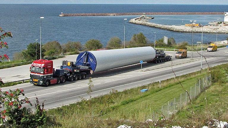 Transport av delar till vindkraftverk. Foto: Lasse Ahnell/SR Gotland.