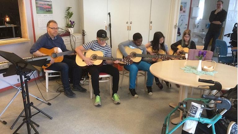 Några av eleverna i kulturskolans verksamhet i Örnsköldsvik.