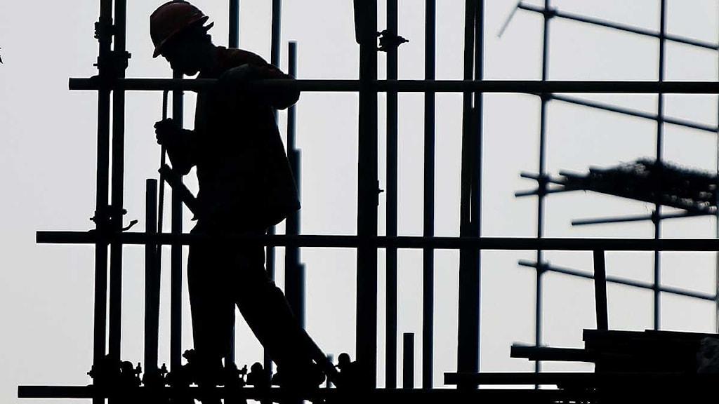 Byggnadsarbetare på ställning.