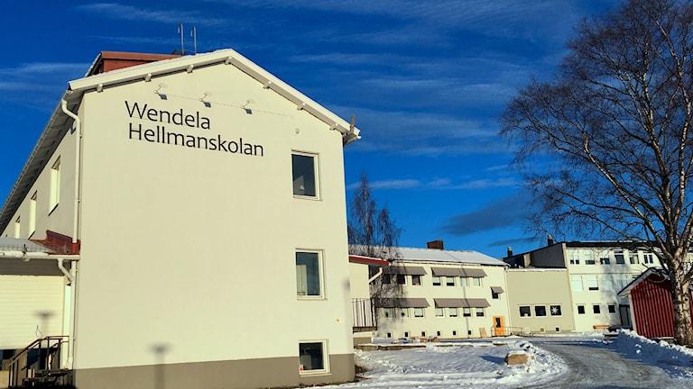 Fasaden på Wendela Hellmanskolan i Härnösand. Foto: Ulla Öhman/Sveriges Radio