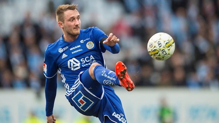 Mittfältaren Smajl Suljevic under en match mot Malmö FF.