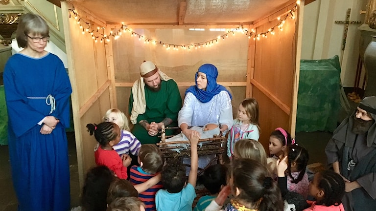 Julspel i Sollefteå kyrka, Josef, Maria och barn i publiken.