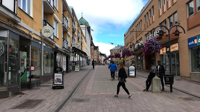 Butiker längs gågatan i centrala Härnösand. Foto: Alexander Arvidsson/Sveriges Radio