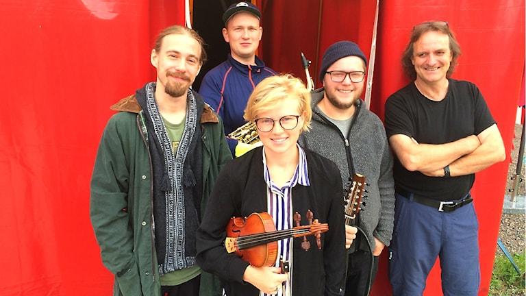 Folkmusikgruppen Bjäran med cirkusdirektören Tomas Jerbo