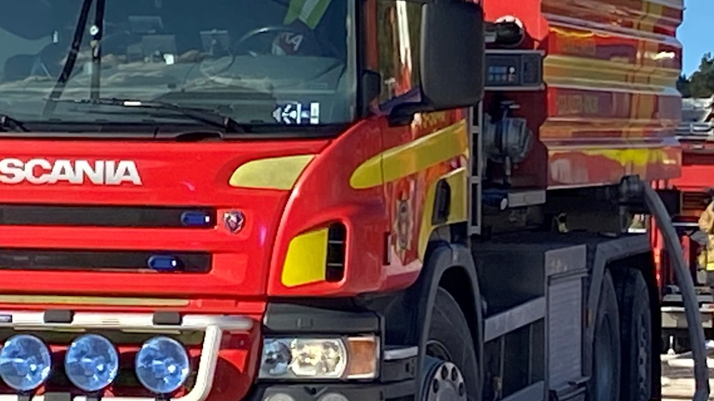 Brandbil med brandmän