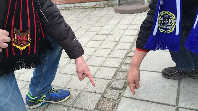 Gunder och Karl-Gustaf visar gränsen.